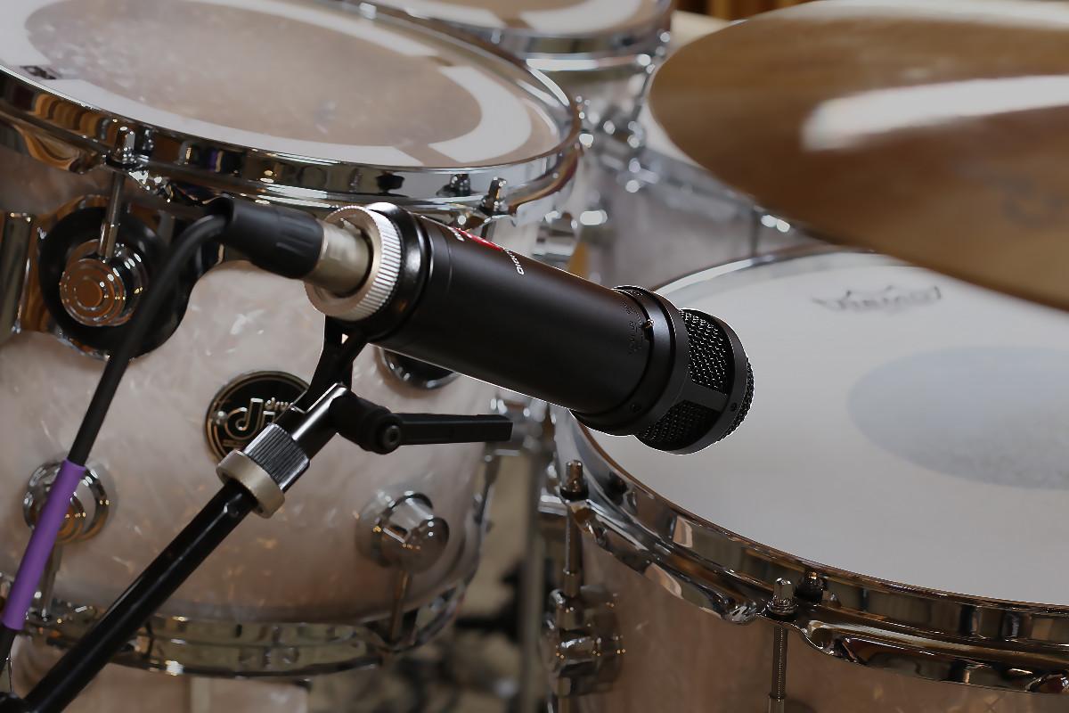 Lauten Audio - LS-208 Microphone on snare drum - Synthax Audio UK